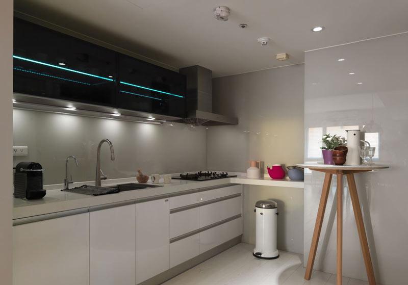 北欧风格清新黑白厨房装修效果图图片