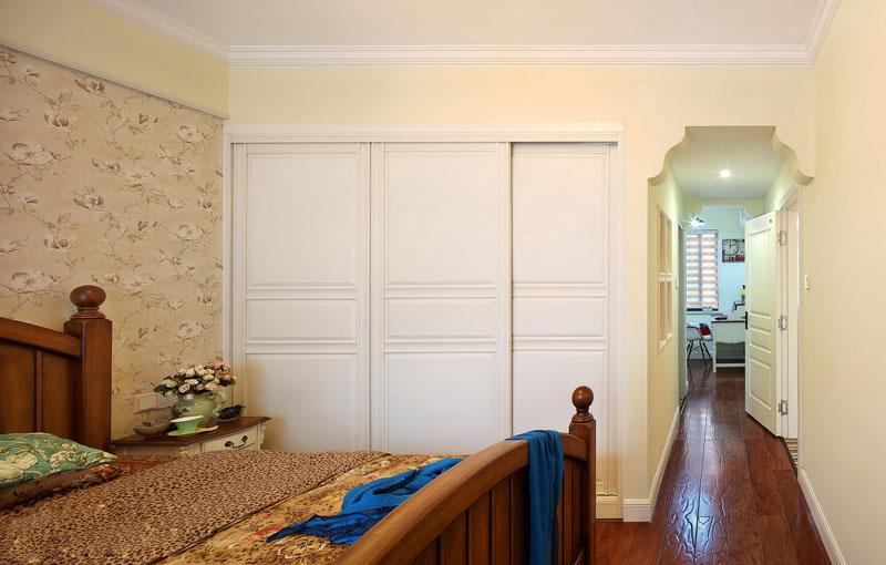 温馨黄色老人房卧室装修效果图
