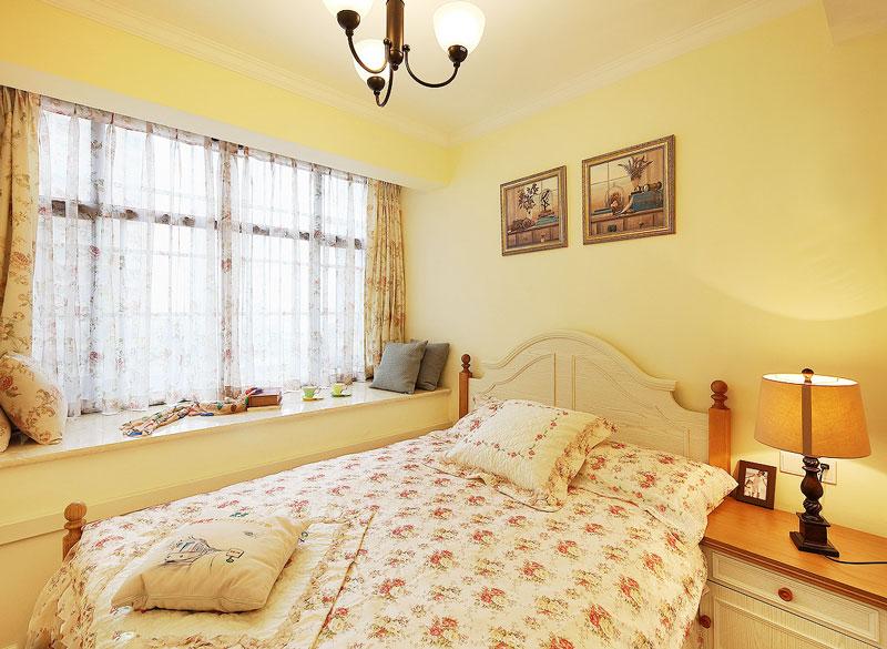 浪漫暖黄色简约风卧室装修图片