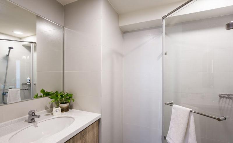 纯白简约风卧室背景墙设计