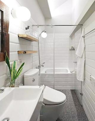 99平小复式卫生间装潢设计图