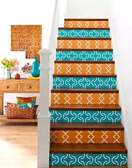 民族风情多彩复古实木楼梯图片