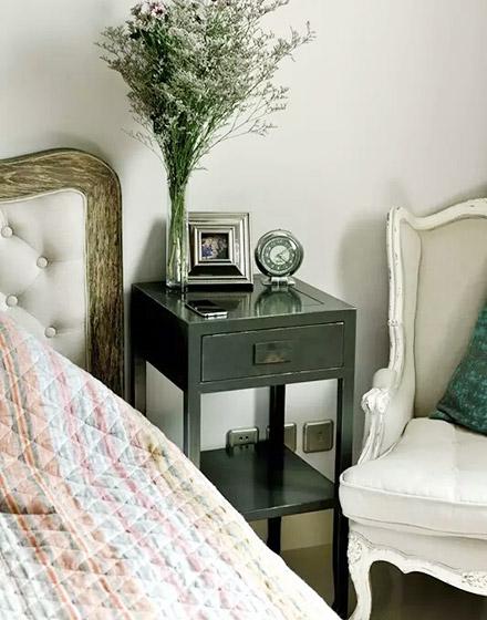 90平混搭风格卧室床头柜图片