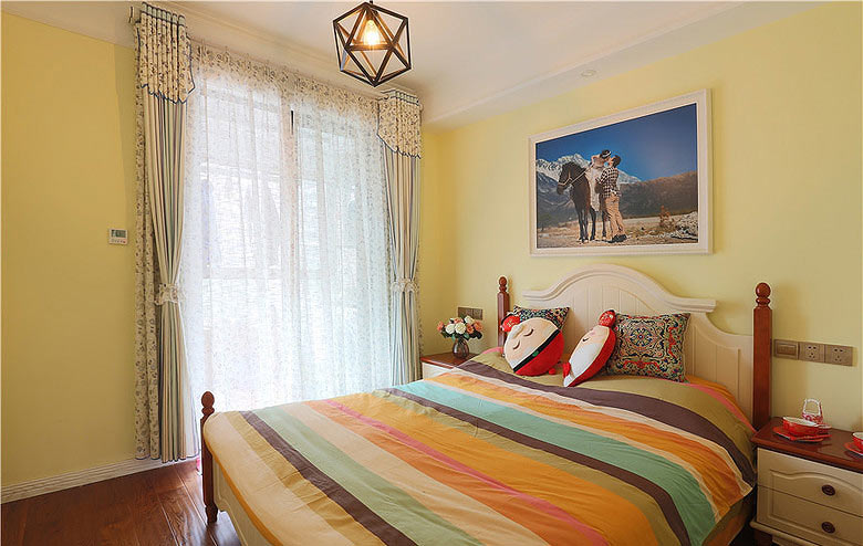 温馨简美式 暖黄色卧室设计