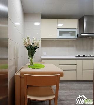 欧式风格三居室豪华型装修效果图