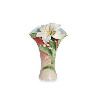 百合花饰点缀花瓶设计图案