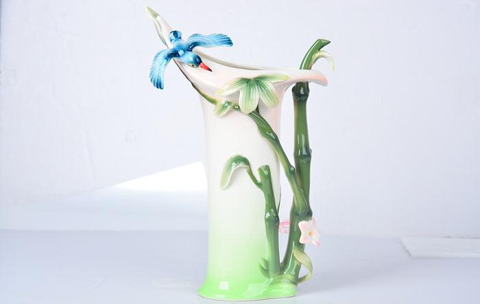 翠竹图案花饰点缀花瓶装饰图片
