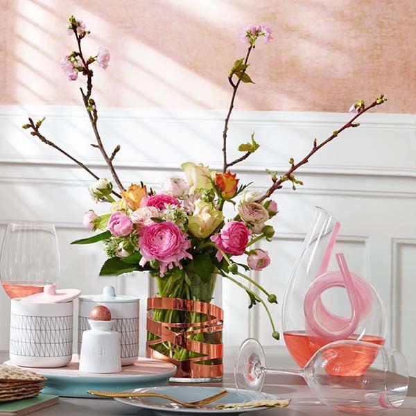 田园风格餐桌花卉布置效果图