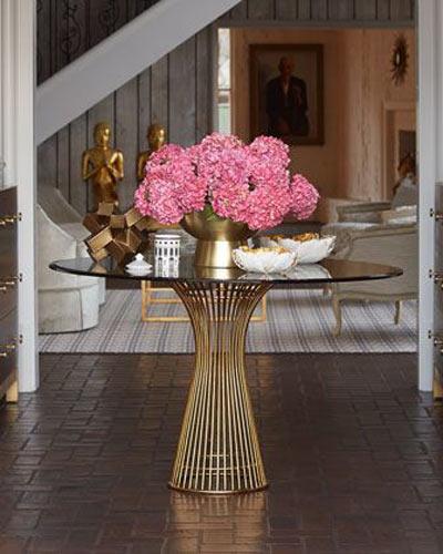 深粉色餐桌花卉布置装修设计图
