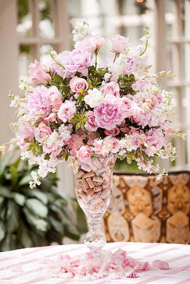 华丽田园风餐桌花卉布置装修图片