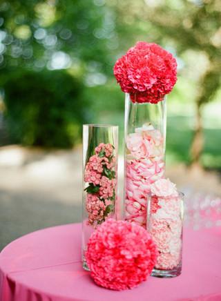 室外粉色餐桌花卉布置装饰效果图