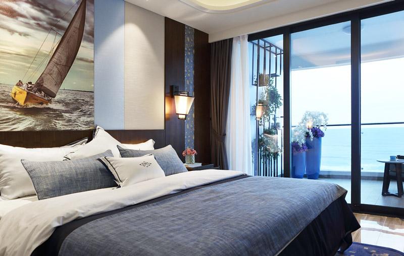 109平简约两居室卧室床品图片