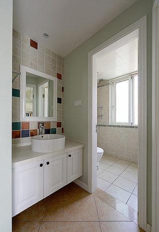 75平美式风格浅绿色卫生间设计