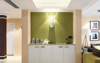 清新北欧风玄关 抹绿色背景墙设计