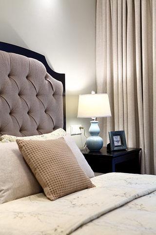 130平米简美灰紫色床头软包装饰效果图