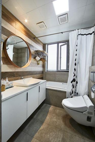 78平北欧复式房带浴缸卫生间设计