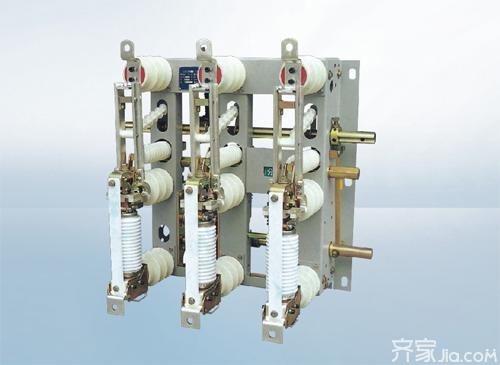 将气体压缩;另一方面通过两套四连杆机构组成的传动系统,使主闸刀先图片