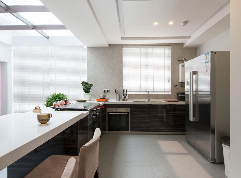 高端现代风厨房装修图