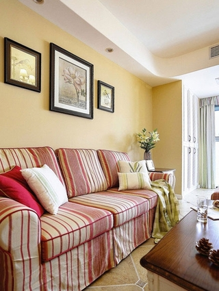 复古田园风 布艺沙发照片墙设计