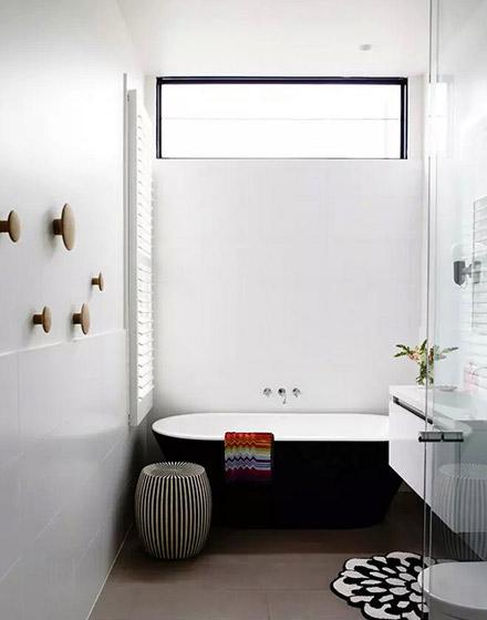 复古浴缸装潢设计图
