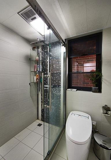 简约现代风卫生间淋浴房欣赏