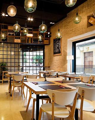国外酒主题餐馆家具摆放图片