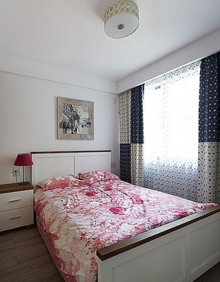 清爽美式装修卧室窗帘效果图