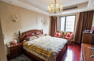 浅咖色典雅简欧风卧室设计