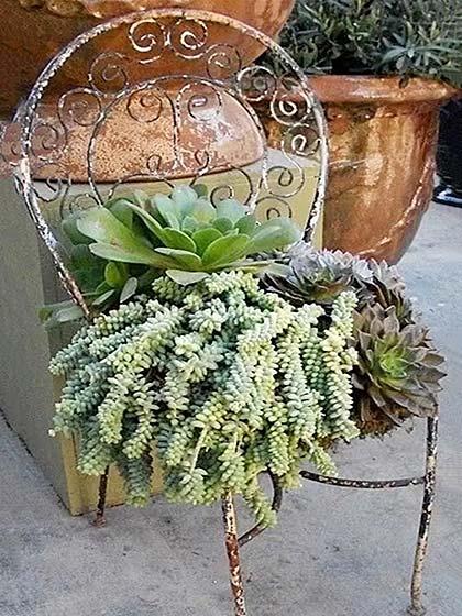旧物改造椅子摆放图片