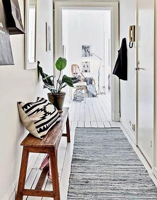 小户型木质玄关换鞋凳装修图片