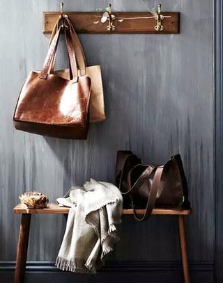 小户型实用木质玄关换鞋凳设计