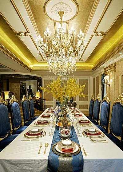 中式新古典餐桌布置图