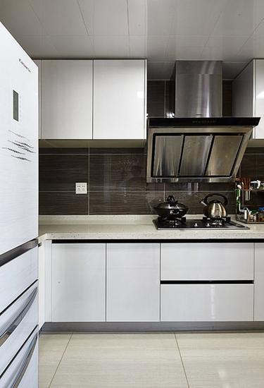 现代风厨房 白色橱柜装饰