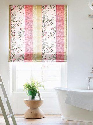 卫生间清新窗帘布置图片