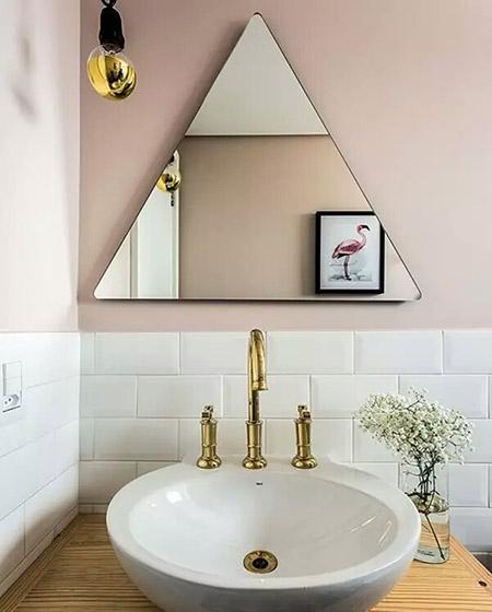 卫生间镜子装潢设计