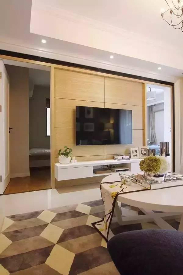 86平现代简约风,电视背景墙上有2扇隐形门