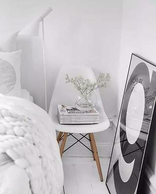 另类卧室床头柜效果图