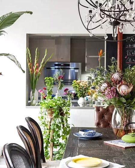 250平挑高复式餐厅花卉摆放图