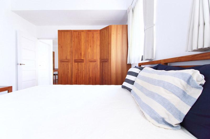 简洁日式卧室 转角实木衣柜设计