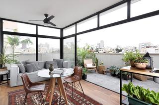 轻工业混搭风客厅阳台 玻璃隔断设计