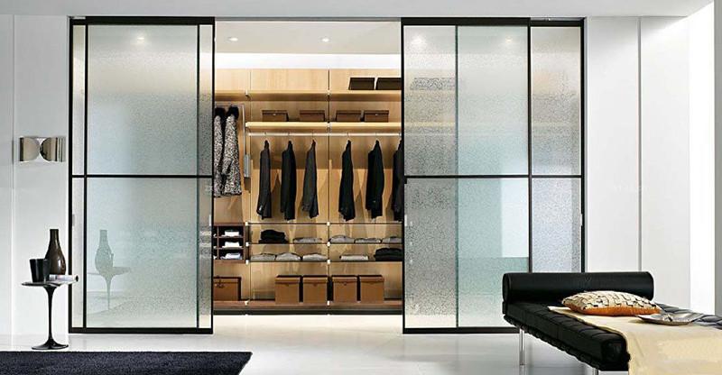做衣柜用玻璃门还是木头门?图片