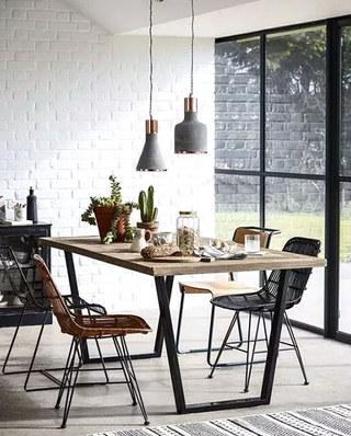 工业风格木质餐桌图片