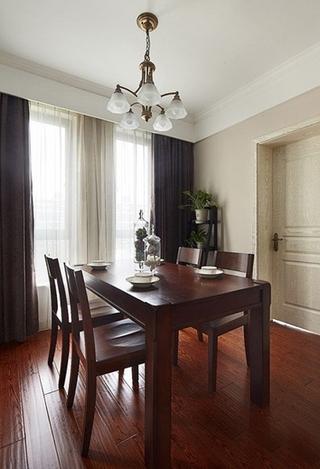 美式风格三房两厅装修实木餐桌图片