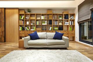 日式客厅原木整体书架设计
