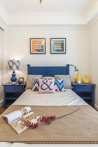 美式风格三居室装修卧室壁纸图片