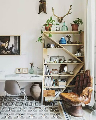 角落木质书架装饰设计