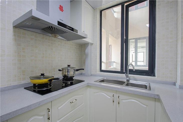 简约风格三居室装修白色厨房效果图