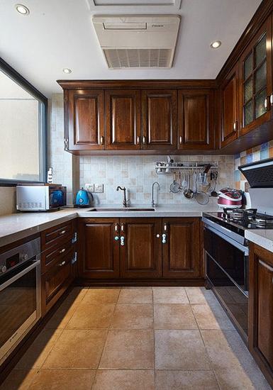 复古美式厨房 实木橱柜效果图