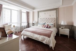 美式风格三室两厅装修卧室床头软包