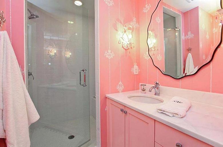 粉色系卫生间布置欣赏图